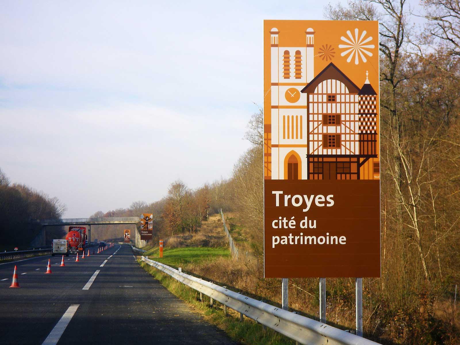Des panneaux pour les autoroutes APRR...