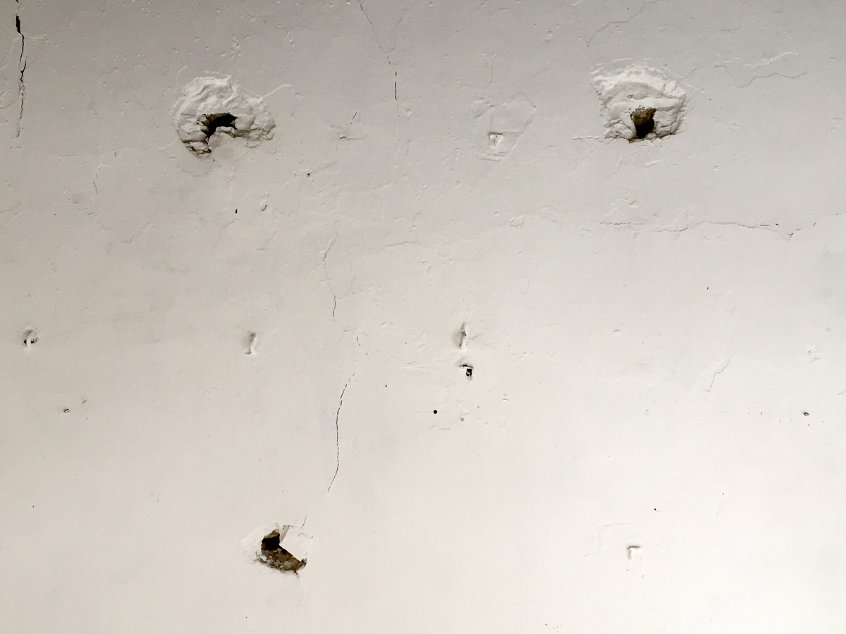 Les Trous dans le mur
