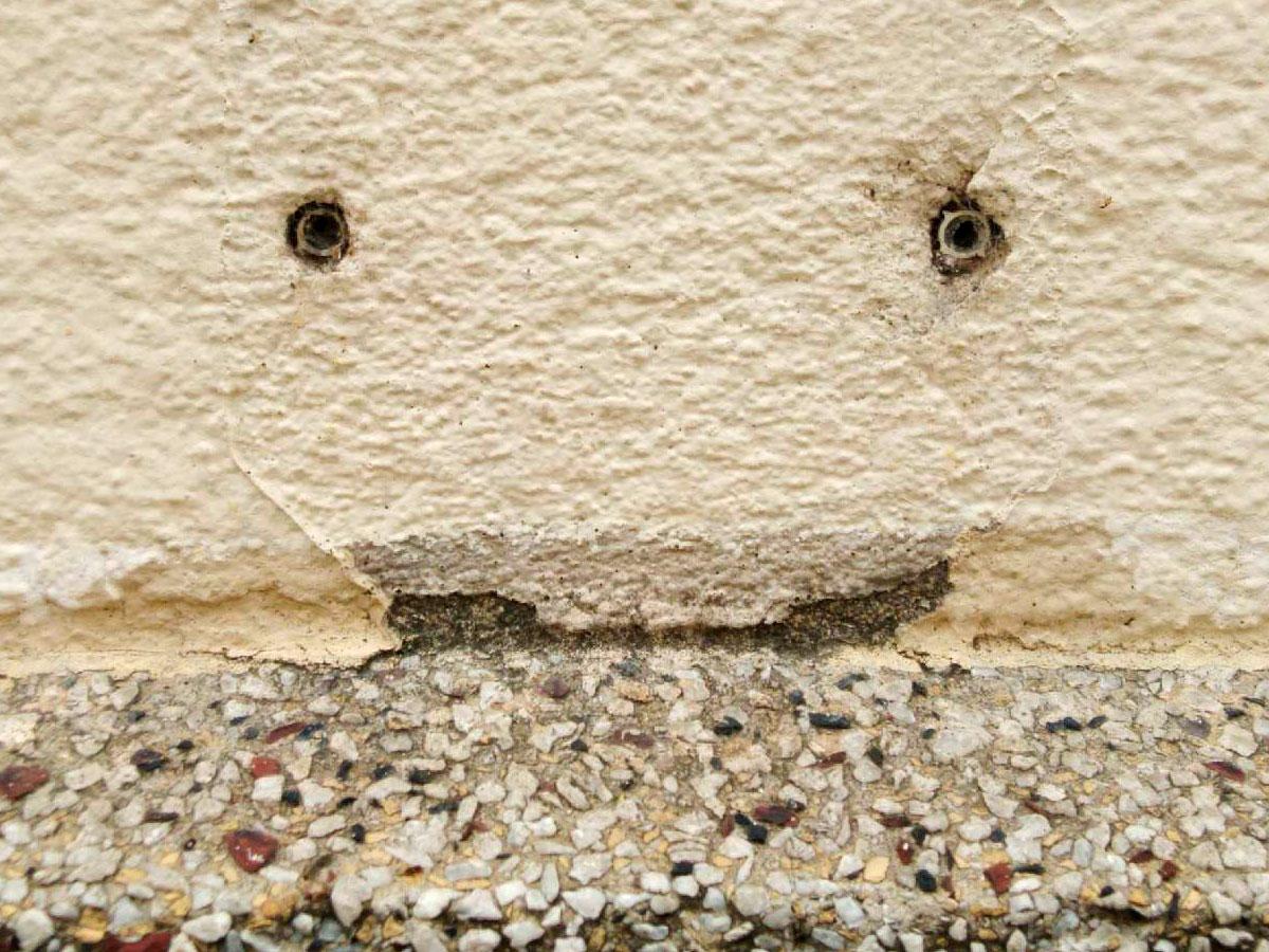 Les Chevilles dans le mur