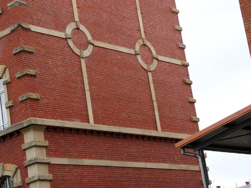 Le Mur en Brique de la caserne