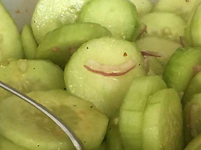 Le Concombre en salade
