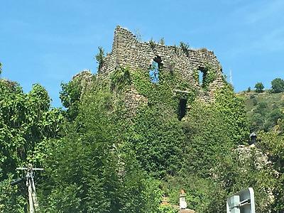 Les Ruines du château à Retourtour